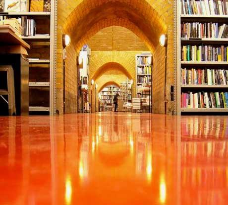 pavimento-resina-arancione